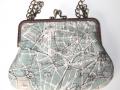 Bolso hecho a mano de tela con estampado de mapa de París y cadena de metal y boquilla metálica | gingerytulula.com