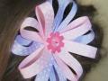 Diadema con flor hecha de cintas en colores rosa y morado. Talla única | gingerytulula.com