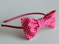 Diadema con lazo en tela color rosa con lunares. Talla única | gingerytulula.com