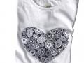 camiseta-tela-corazon-flores-blancas-gyngerytulula